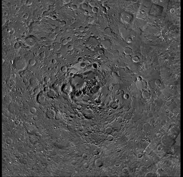月球北極地區高清照片