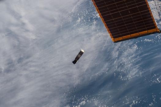 歐洲太空總署從國際太空站往外投放微型衛星
