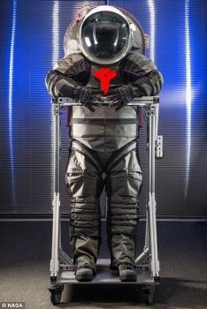 新太空衣的式樣