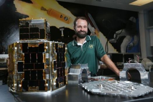 硏發中的微型衛星