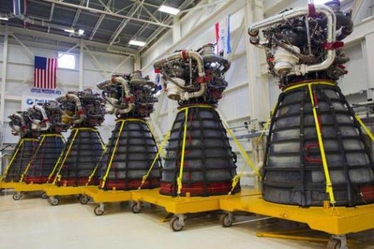 六台太空穿梭機用的RS-25火箭引擎