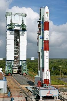 印度極地運載火箭在發射台等待