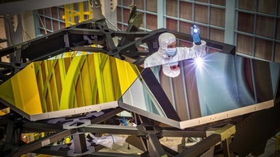 技術員測試詹姆斯·韋伯太空望遠鏡