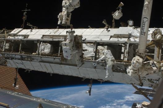 2009年太空人在太空站外修理軌道車情況