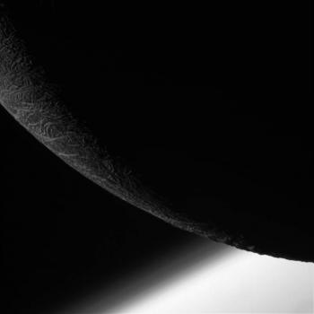 卡西尼號飛掠土衛二南極地區的照片