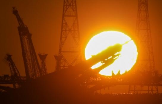 俄羅斯太空船在發射場預備發射的照片