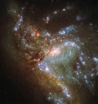 正在合併中的NGC 6052星系
