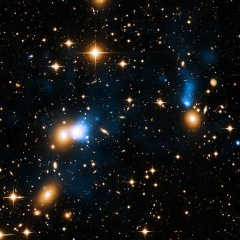 黃色是星系本體而藍色最X射線影像