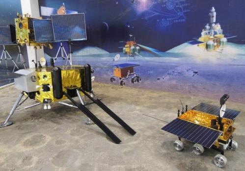 嫦娥三號和玉兔號模型