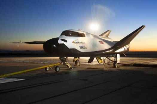 追夢者號航天飛機可以在普通跑道降落