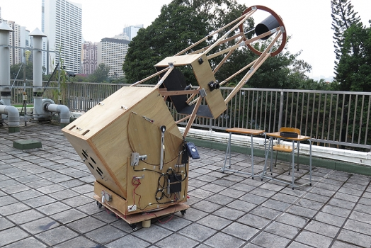 皇仁書院師生磨製的0.66米望遠鏡