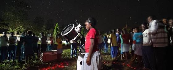 國際天文聯會在肯亞一所中學進行推廣天文的工作