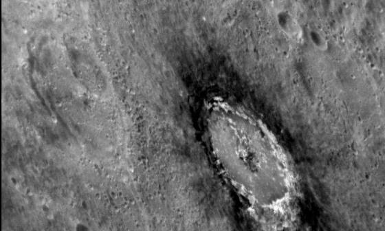 水星上與眾不同有暈暗環繞的火山口