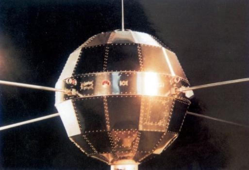 東方紅一號人造衛星模型