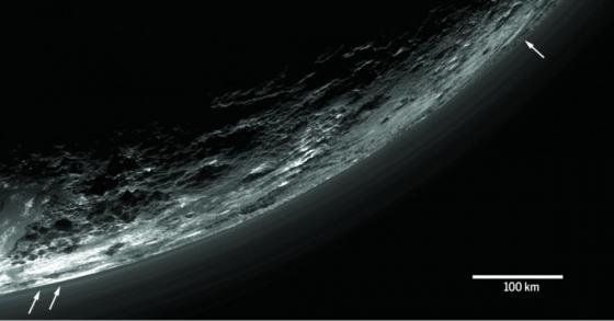新視野號太空船拍攝到冥王星的大氣