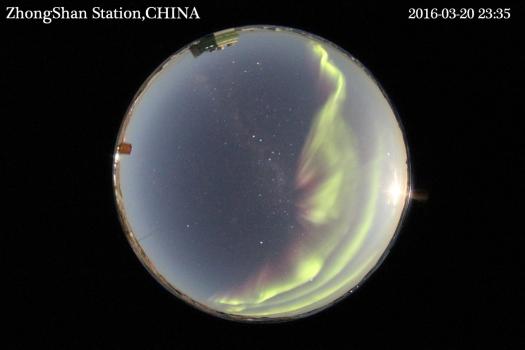 中國南極中山站的炫彩極光