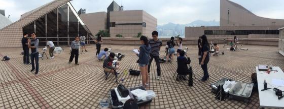 學生在學太空館進行望遠鏡組裝評核