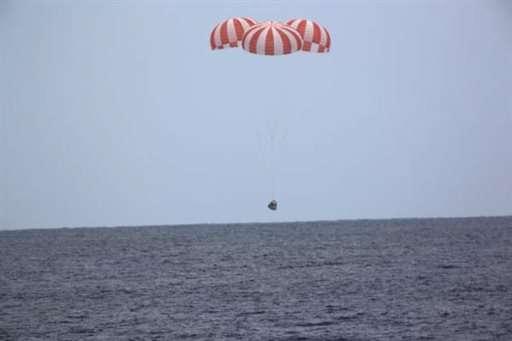 天龍號太空船降落海面情況