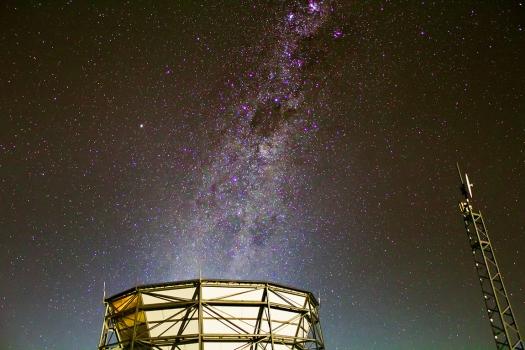 位於智利阿塔卡瑪沙漠的西蒙斯天文台