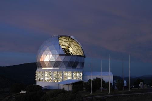 畫家筆下的全球最大太陽望遠鏡