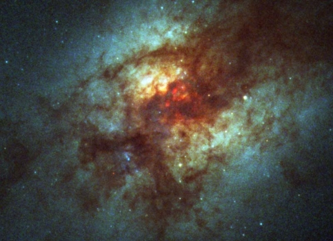 哈勃太空望遠鏡拍攝的阿普220星系