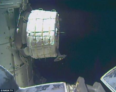 未完成充氣的活動擴展太空艙