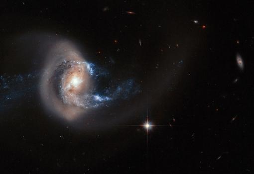 NGC7714 形狀受到鄰近星系扭曲