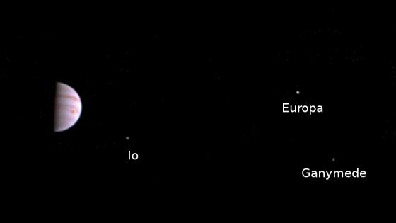 朱諾號進入軌道後拍攝的第一張照片
