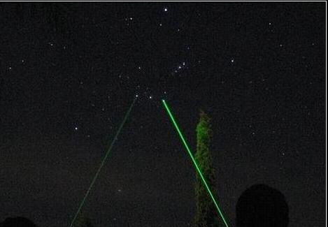 利用綠色激光指星筆輔助辨認星座