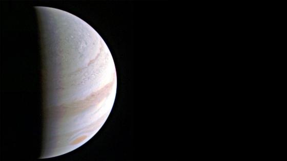 朱諾號距離木星七十萬三千公里外拍攝的照片