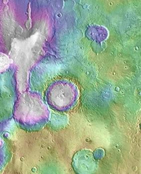 火星上年輕的著名古河谷網「心湖」