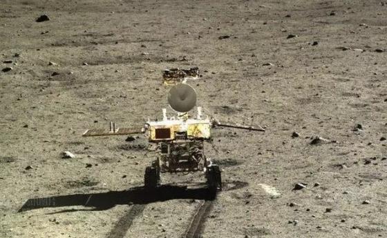 曾經在月球表面進行探測的玉兔號月球車