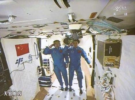 兩位太空人順利進入天宮二號太空實驗室