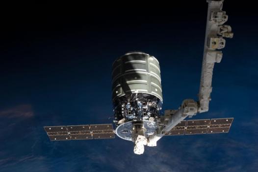 國際太空站機械臂成功捕捉天鵝座貨運太空船