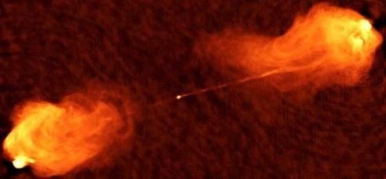 大量物質由天鵝座A星系核中的活躍熱點噴射出來