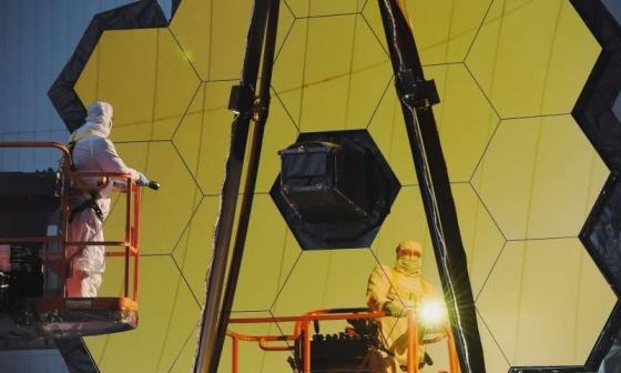 工程人員測試詹姆斯·韋伯太空望遠鏡