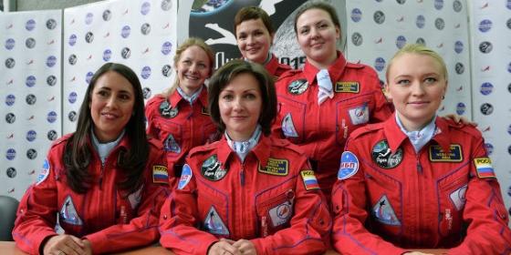 六名參加「月球-2015」試驗的女志願者