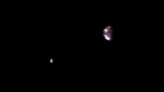 在火星軌道上拍攝的地球和月球照片