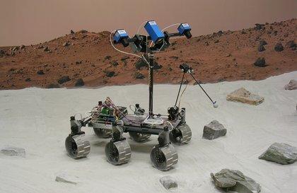 火星生物學探測車機械手臂裝配帶有鏡子的自拍杆