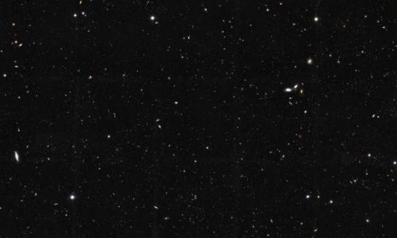 哈勃太空望遠鏡拍攝有過百星系的天區