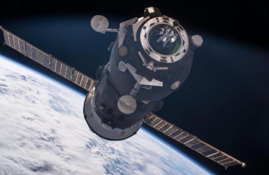 進步號貨運太空船靠近國際太空站的情況