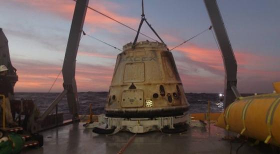 打撈回收的天龍號貨運太空船