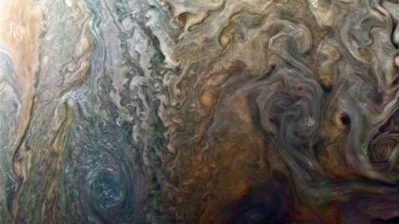 木星上的黑斑和暴風雲