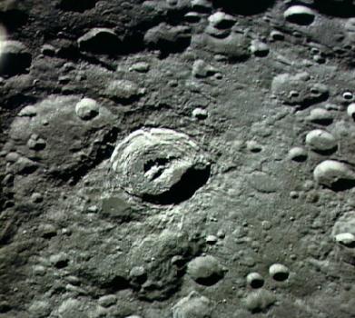 近距離繞月飛行供遊客參觀月面景點