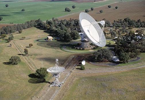 澳洲帕克斯64米射電望遠鏡